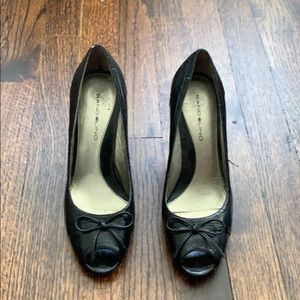 Bandolino black peep toe pumps. Size 7.5